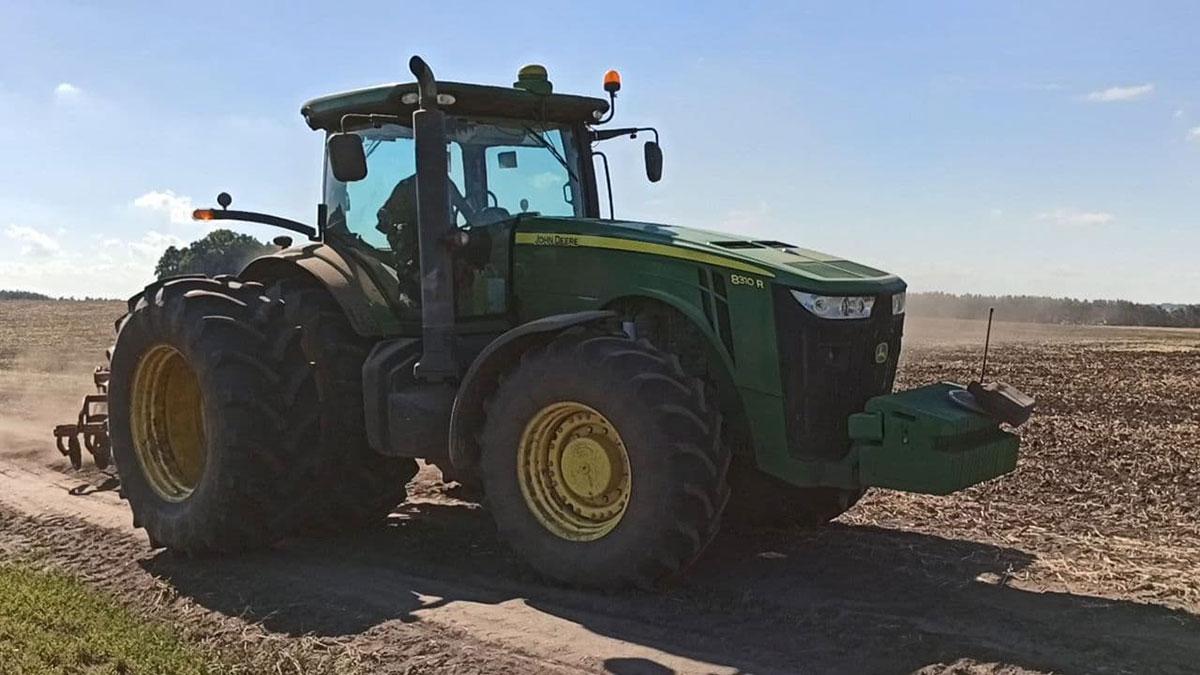 Трактор John Deere 8310R